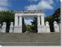 Ворота-пропилеи