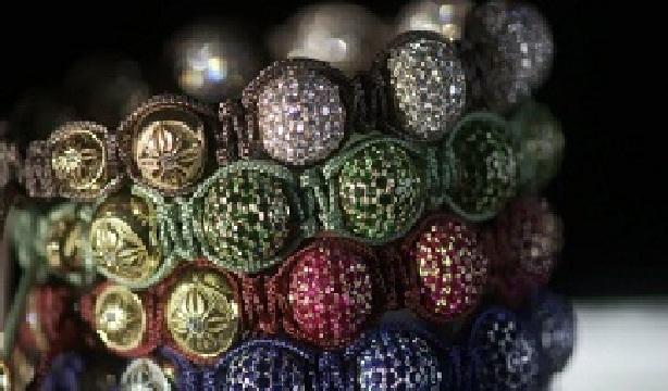 Чтобы начать плетение браслета шамбала вам понадобится несколько отрезков шнура, которые необходимо связать...